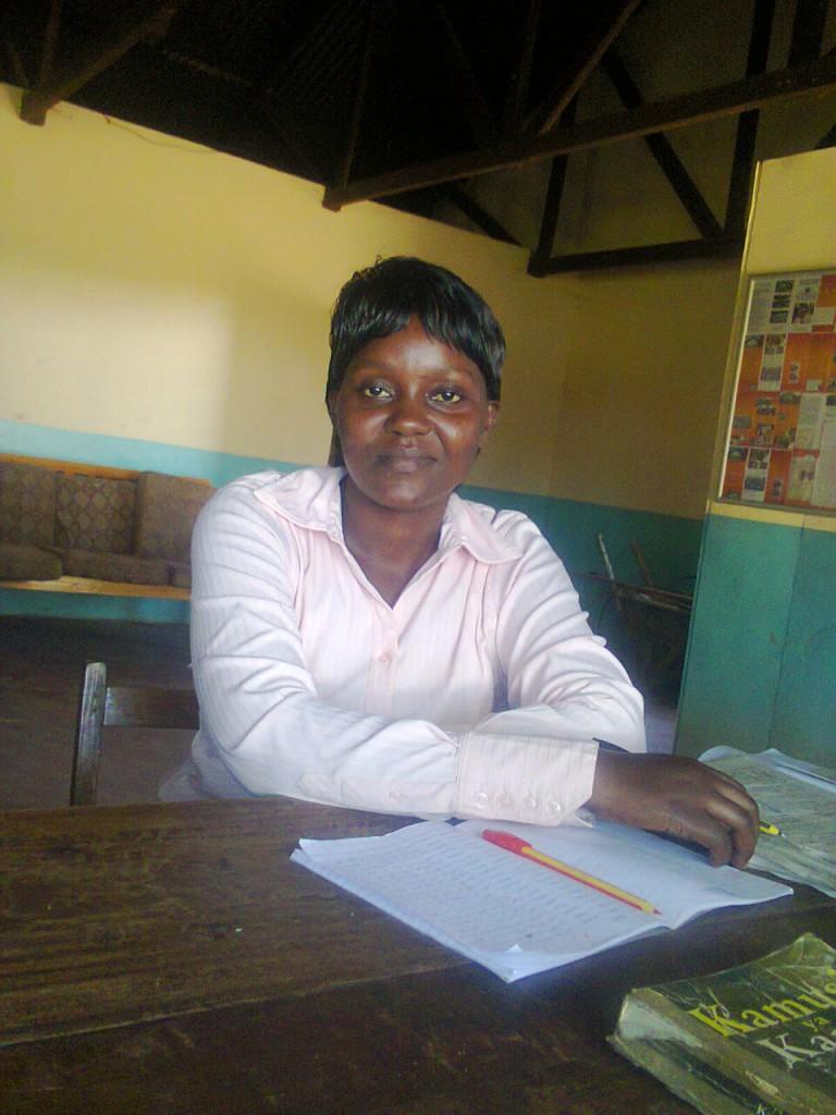 Francisca Masila Mbinya, die Schulleiterin, die mich mit Bildern un Ergebnissen immer auf dem Laufenden hält.